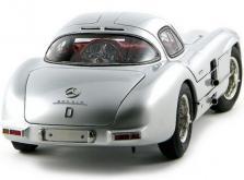 Коллекционная модель автомобиля СMC Mercedes-Benz 300 SLR Uhlenhaut Coupe 1955 1/18 Silver-фото 1