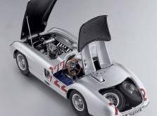 Коллекционная модель автомобиля СMC Mercedes-Benz 300 SLR W196S Mille Miglia Sieger #722 1955 1/18-фото 4
