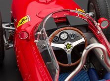 """Коллекционная модель автомобиля СMC Ferrari 156F1 Dino """"Sharknose"""", 1961 1/18-фото 4"""