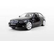Коллекционный автомобиль BMW 330i, выполненный в масштабе 1:18