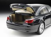 Масштабная модель автомобиля BMW 550i-фото 2