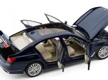 Модель автомобиля BMW X7 масштаб 1:18-фото 1