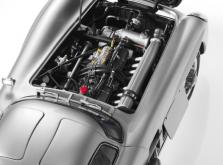 Коллекционная модель автомобиля СMC Mercedes-Benz 300 SLR Uhlenhaut Coupe 1955 1/18 Silver-фото 8