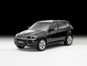 Коллекционная модель автомобиля BMW X5, выполненная в масштабе 1:18