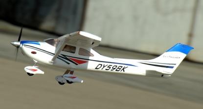 Радиоуправляемый самолёт Dynam Cessna 182 Sky trainer