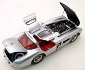 Коллекционная модель автомобиля СMC Mercedes-Benz 300 SLR Uhlenhaut Coupe 1955 1/18 Silver-фото 3