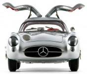 Коллекционная модель автомобиля СMC Mercedes-Benz 300 SLR Uhlenhaut Coupe 1955 1/18 Silver-фото 6